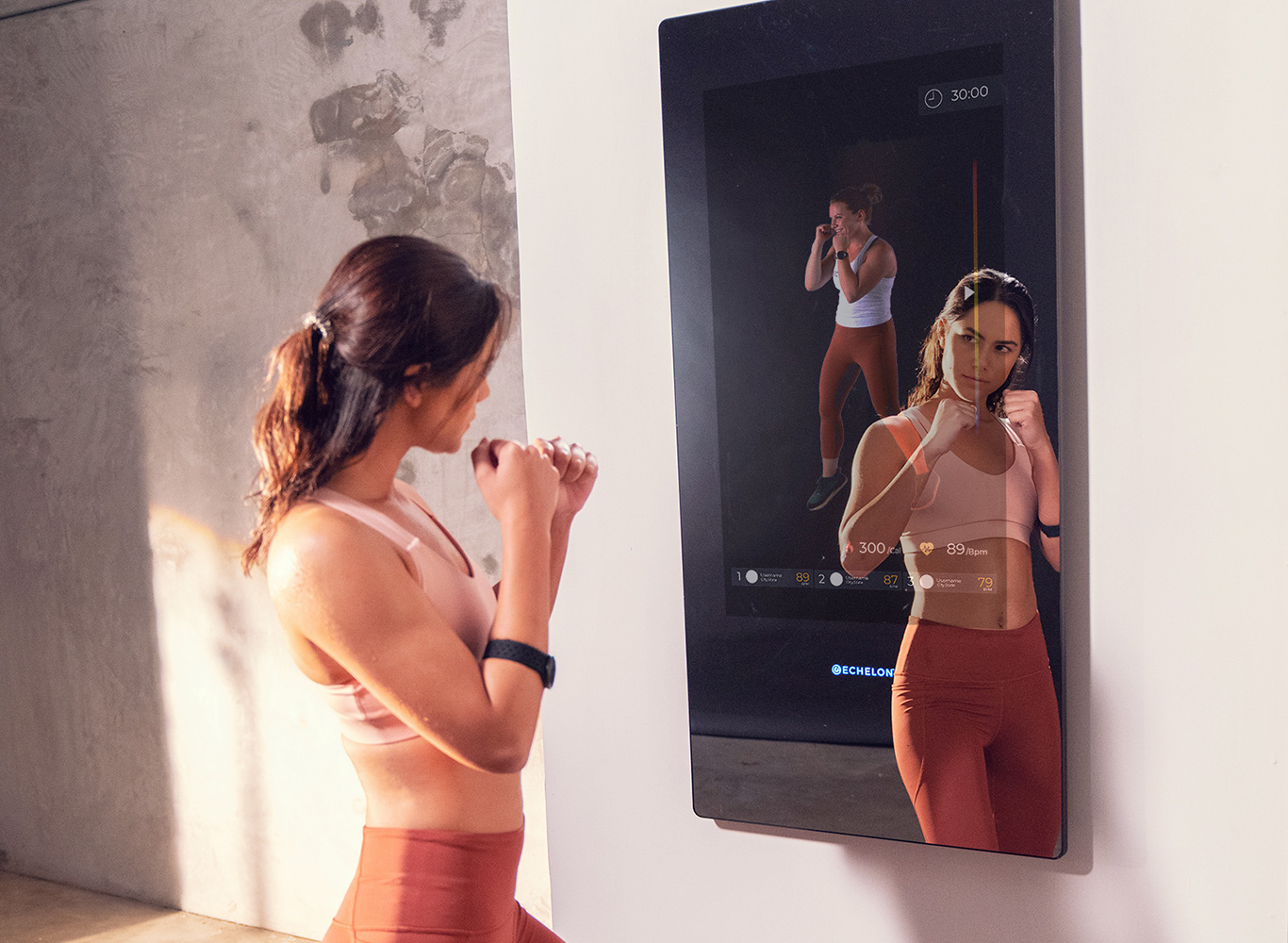 Woman working out with Echelon Reflect Mirror